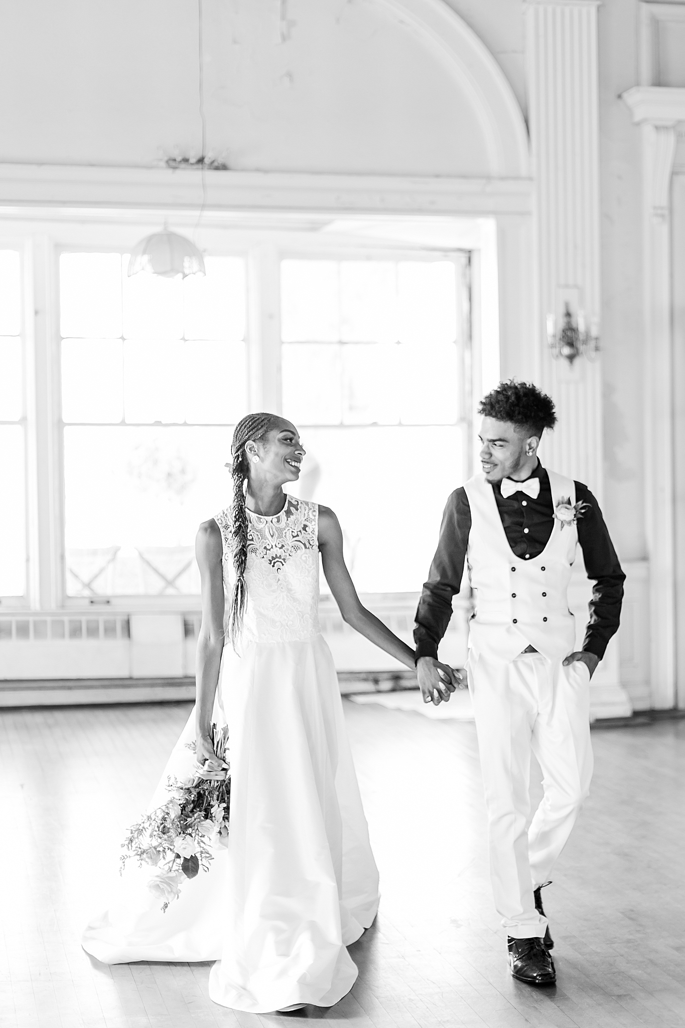 intimate-elopement-wedding-photography-at-belle-isle-boat-house-detroit-michigan-by-courtney-carolyn-photography_0014.jpg