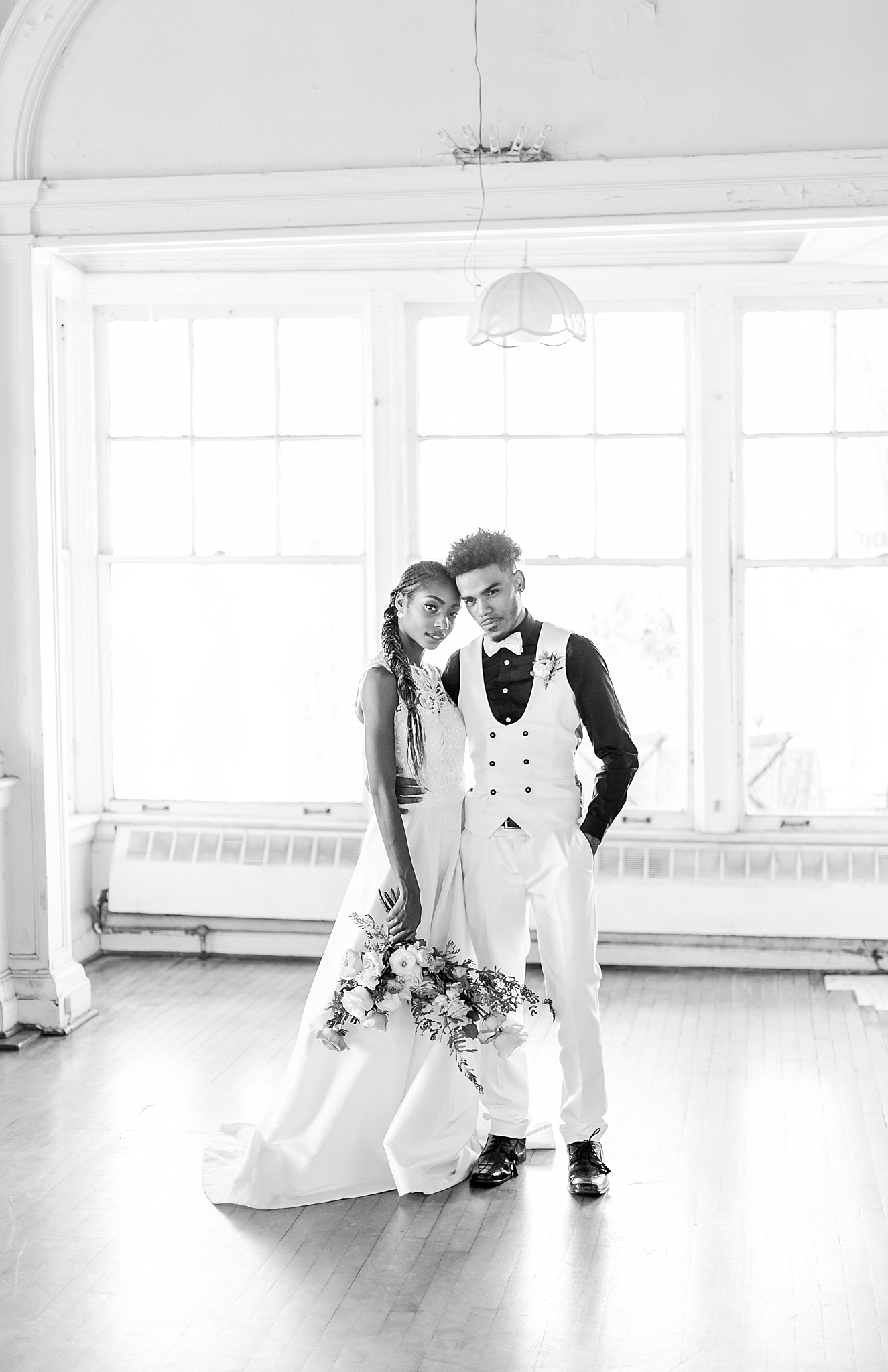 intimate-elopement-wedding-photography-at-belle-isle-boat-house-detroit-michigan-by-courtney-carolyn-photography_0038.jpg