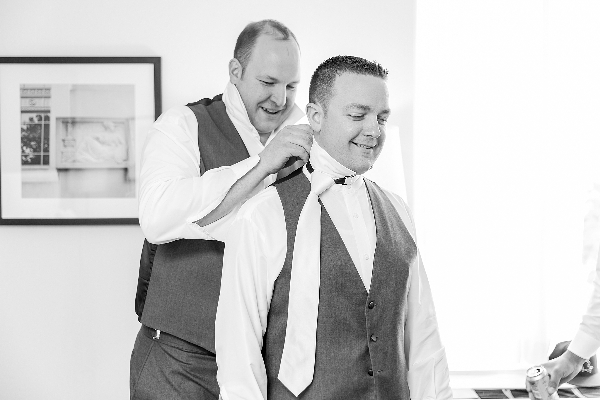 modern-romantic-wedding-photography-at-webers-in-ann-arbor-michigan-by-courtney-carolyn-photography_0005.jpg