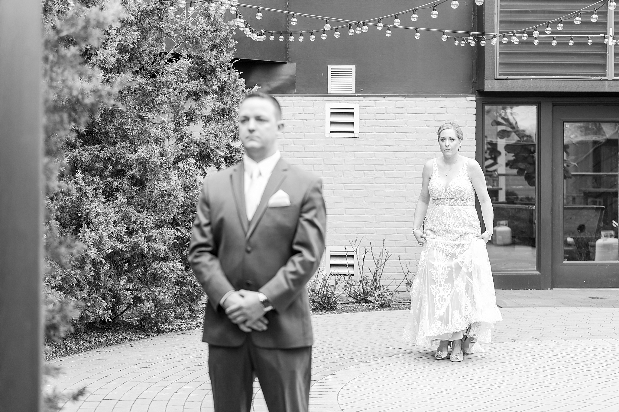 modern-romantic-wedding-photography-at-webers-in-ann-arbor-michigan-by-courtney-carolyn-photography_0018.jpg