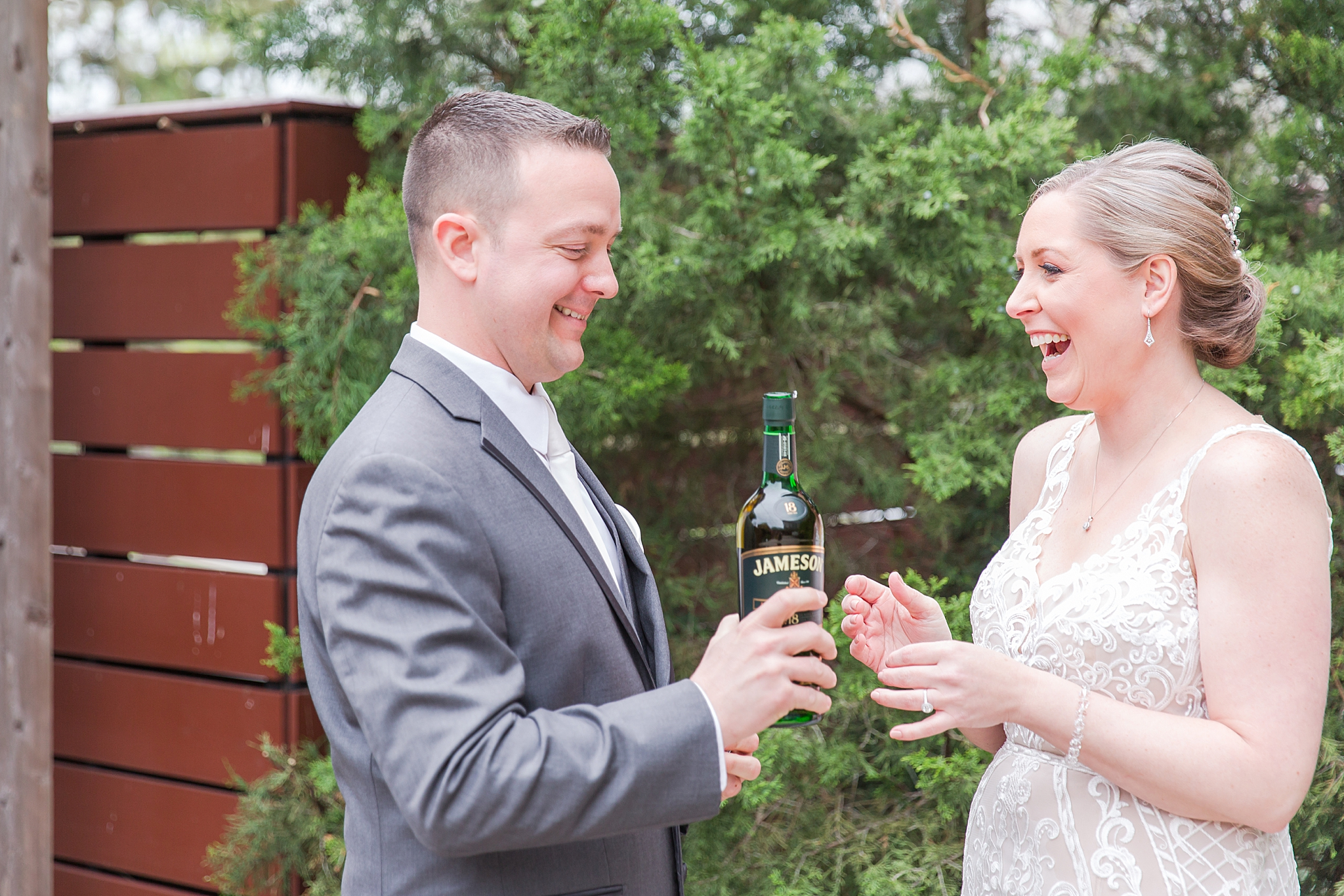 modern-romantic-wedding-photography-at-webers-in-ann-arbor-michigan-by-courtney-carolyn-photography_0028.jpg