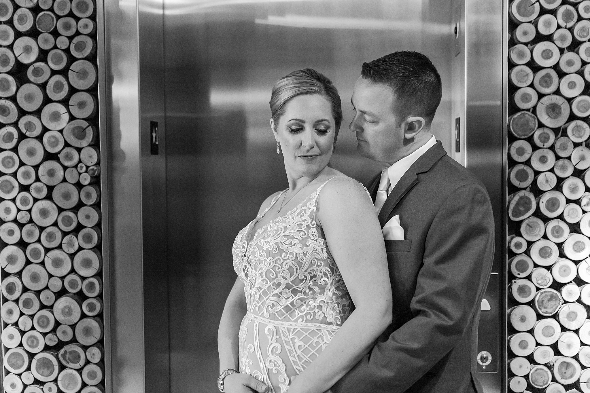 modern-romantic-wedding-photography-at-webers-in-ann-arbor-michigan-by-courtney-carolyn-photography_0044.jpg