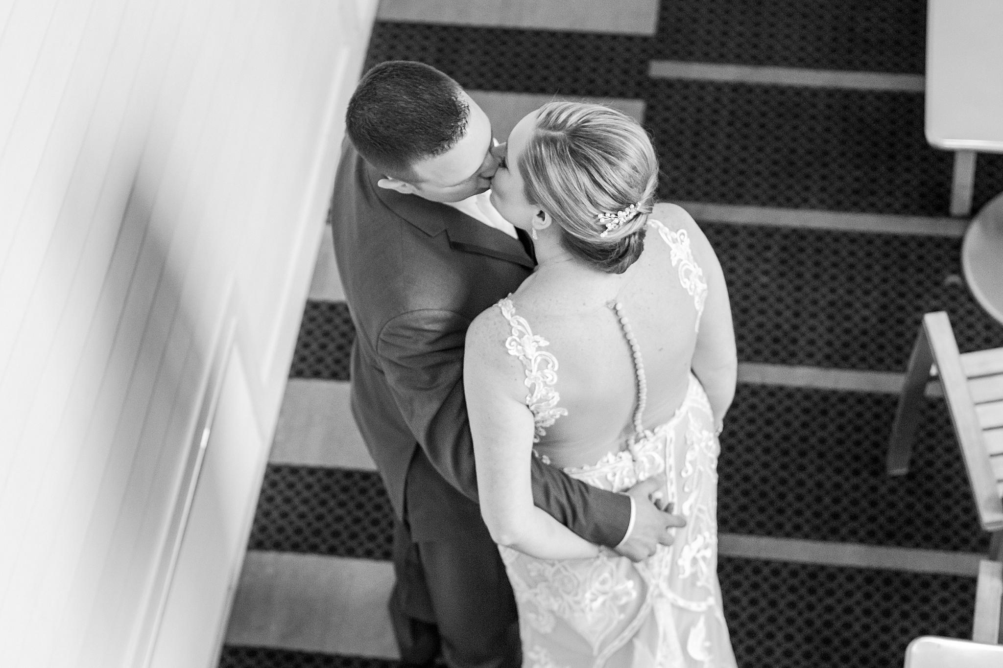 modern-romantic-wedding-photography-at-webers-in-ann-arbor-michigan-by-courtney-carolyn-photography_0055.jpg