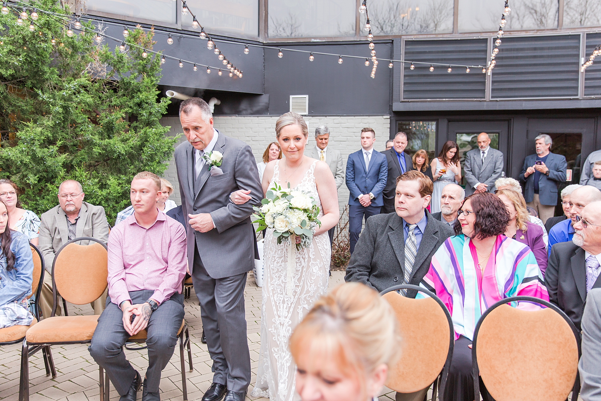 modern-romantic-wedding-photography-at-webers-in-ann-arbor-michigan-by-courtney-carolyn-photography_0057.jpg