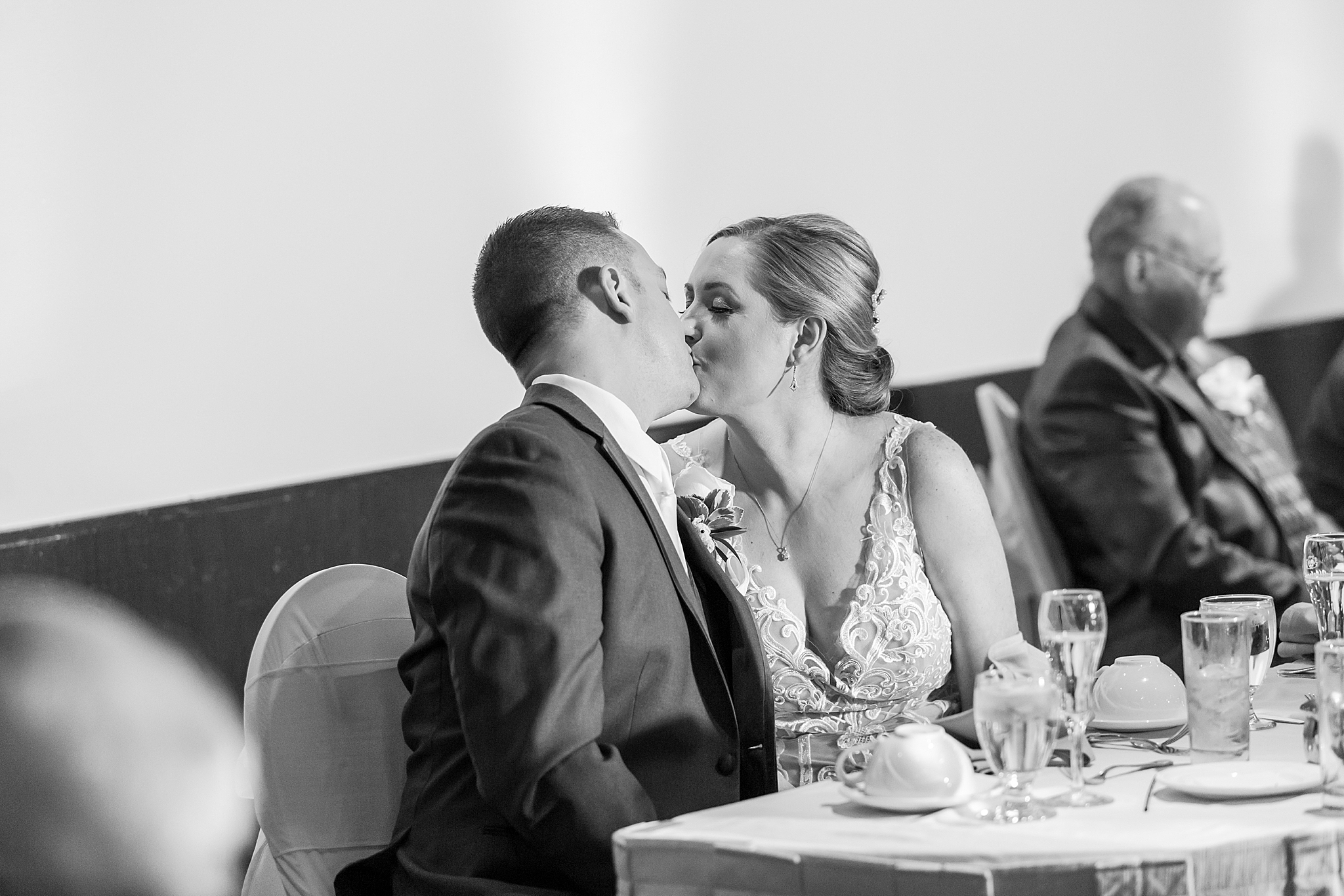 modern-romantic-wedding-photography-at-webers-in-ann-arbor-michigan-by-courtney-carolyn-photography_0069.jpg
