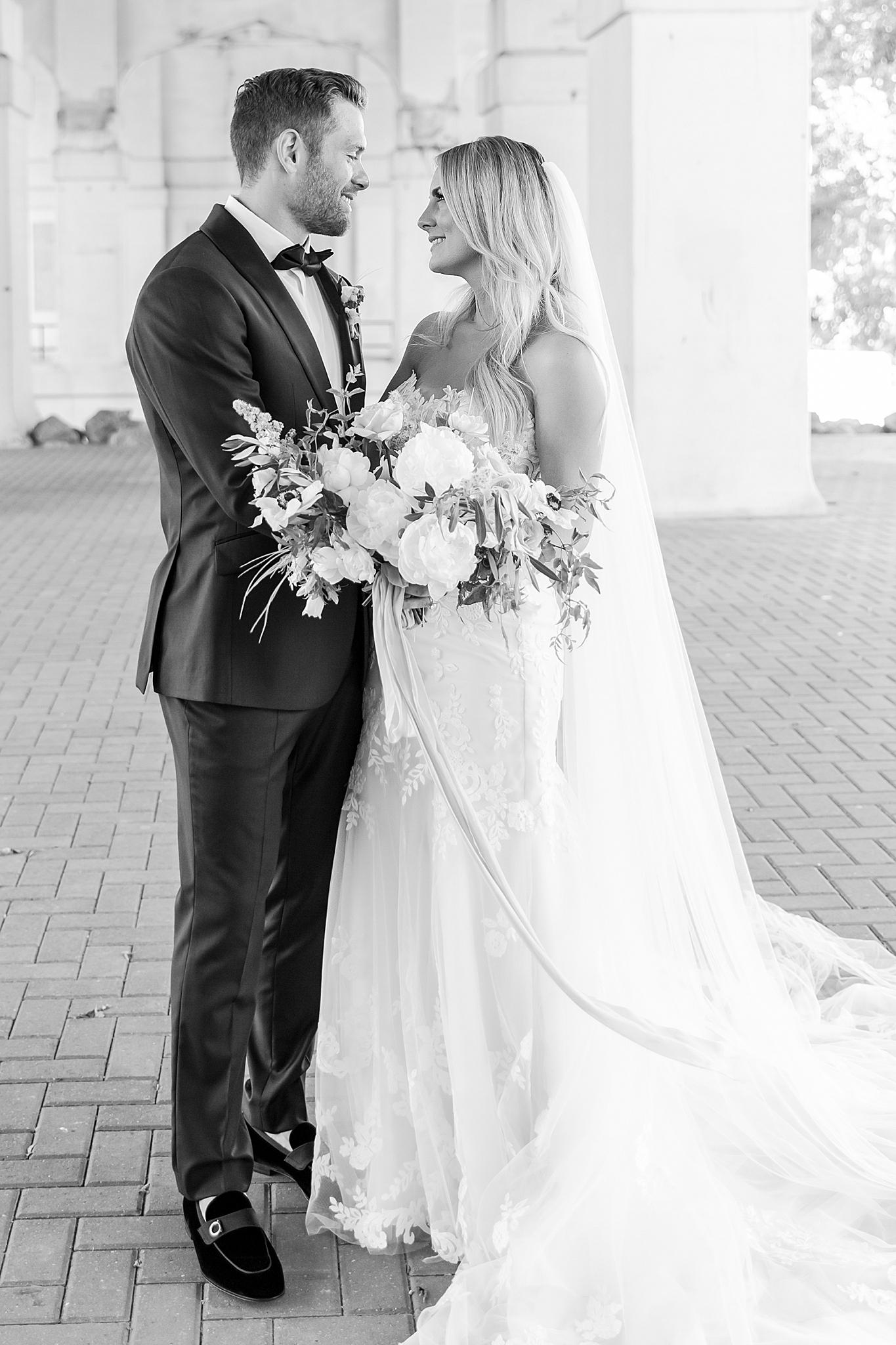 detroit-wedding-photographer-ann-arbor-chicago-by-courtney-carolyn-photography_0019.jpg