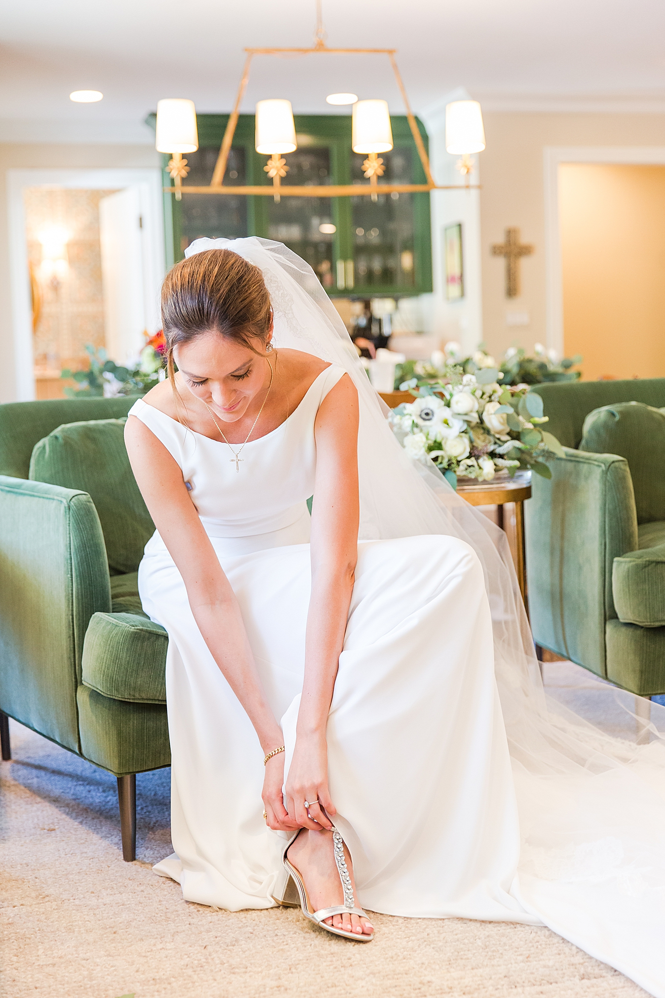 detroit-wedding-photographer-grosse-pointe-academy-chapel-detroit-golf-club-wedding-carly-matt-by-courtney-carolyn-photography_0017.jpg