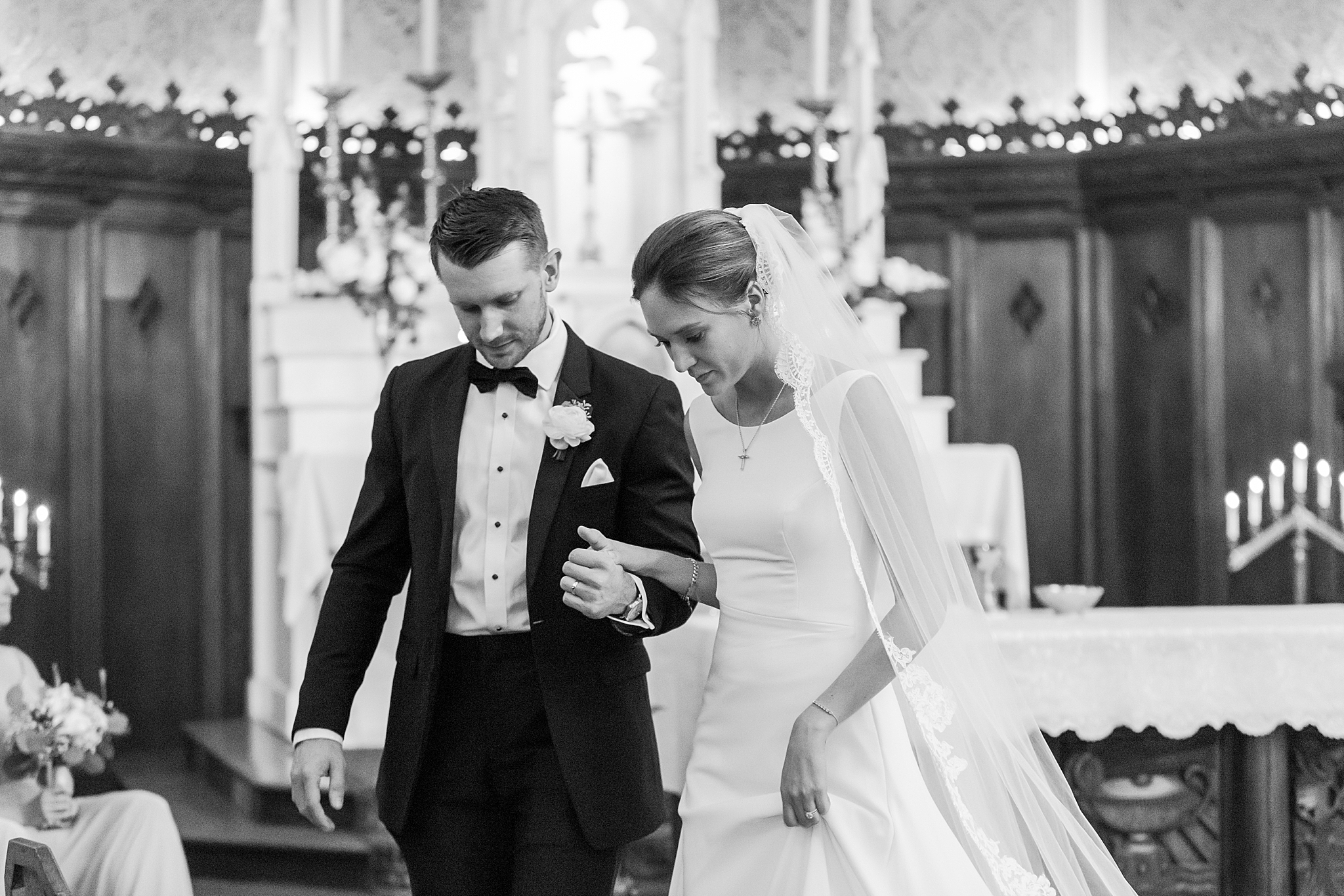 detroit-wedding-photographer-grosse-pointe-academy-chapel-detroit-golf-club-wedding-carly-matt-by-courtney-carolyn-photography_0049.jpg
