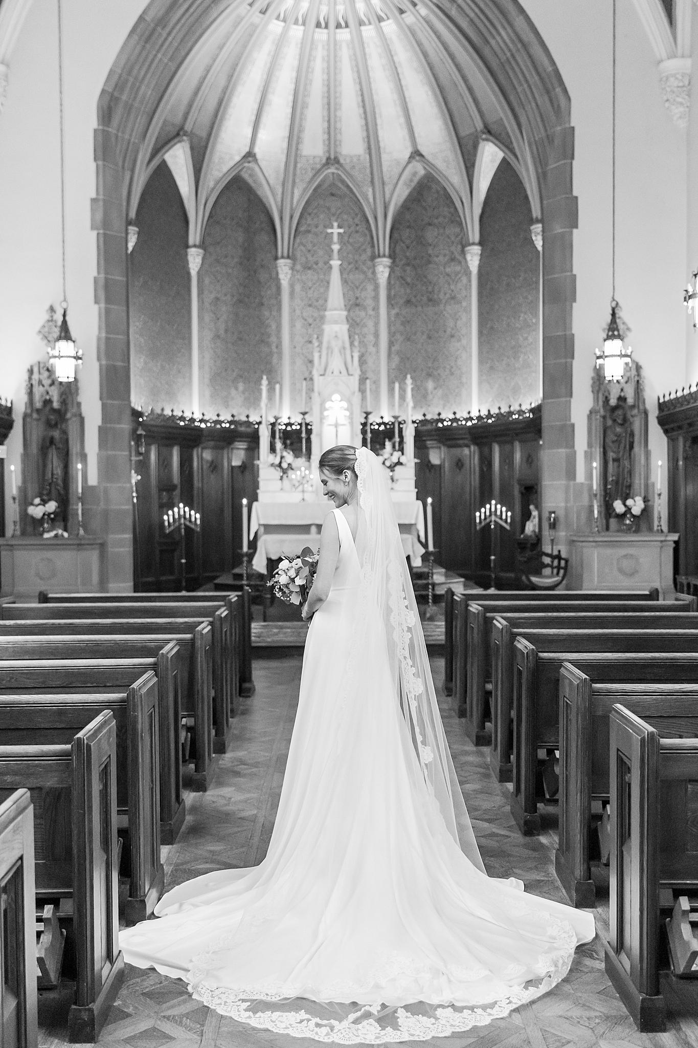 detroit-wedding-photographer-grosse-pointe-academy-chapel-detroit-golf-club-wedding-carly-matt-by-courtney-carolyn-photography_0060.jpg