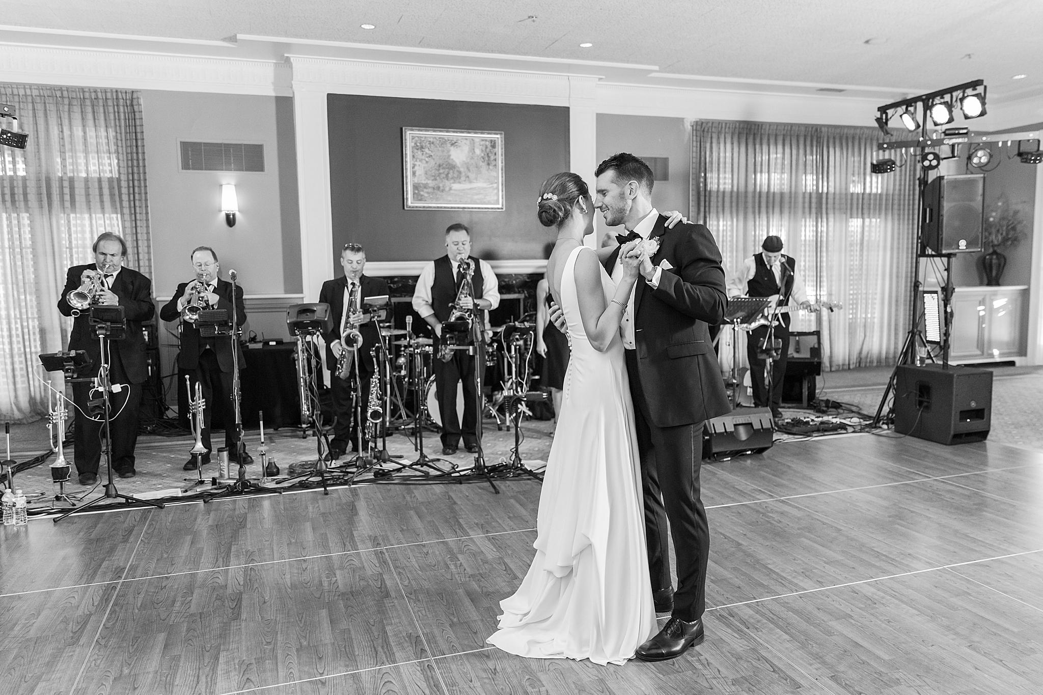 detroit-wedding-photographer-grosse-pointe-academy-chapel-detroit-golf-club-wedding-carly-matt-by-courtney-carolyn-photography_0093.jpg