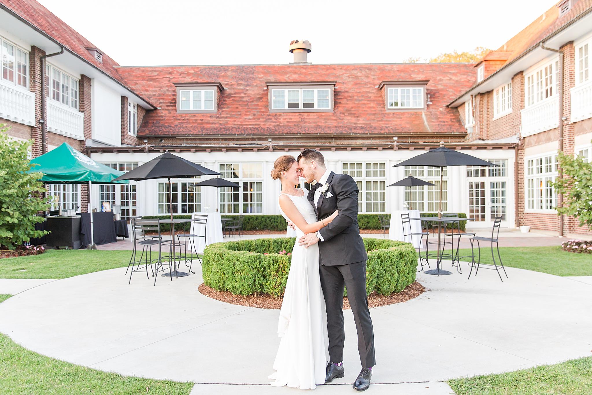detroit-wedding-photographer-grosse-pointe-academy-chapel-detroit-golf-club-wedding-carly-matt-by-courtney-carolyn-photography_0105.jpg