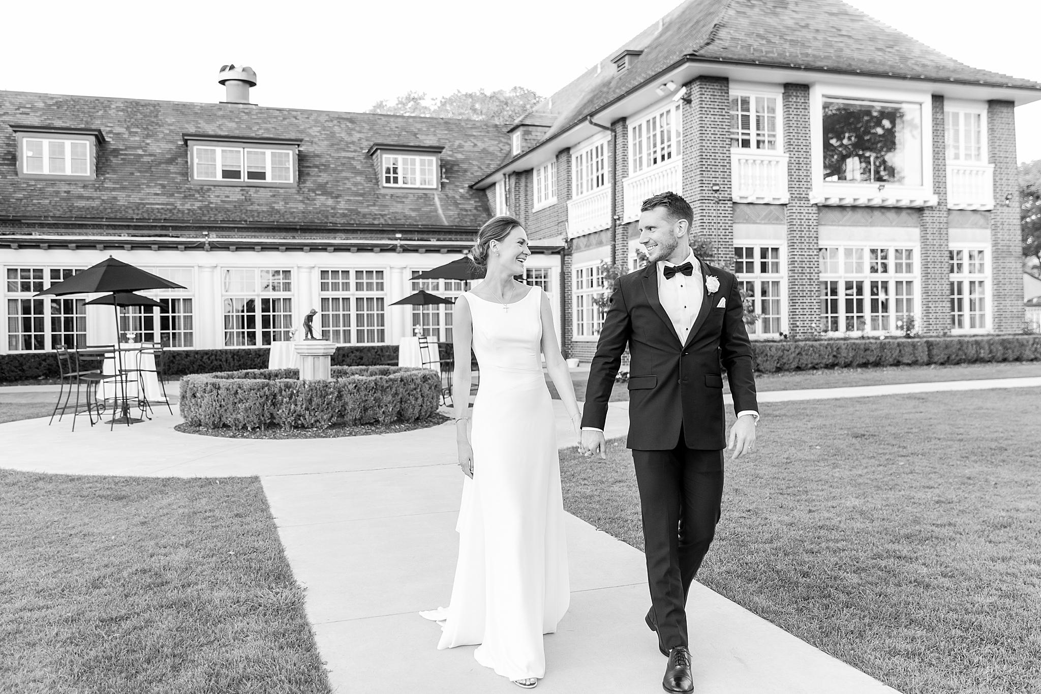 detroit-wedding-photographer-grosse-pointe-academy-chapel-detroit-golf-club-wedding-carly-matt-by-courtney-carolyn-photography_0112.jpg