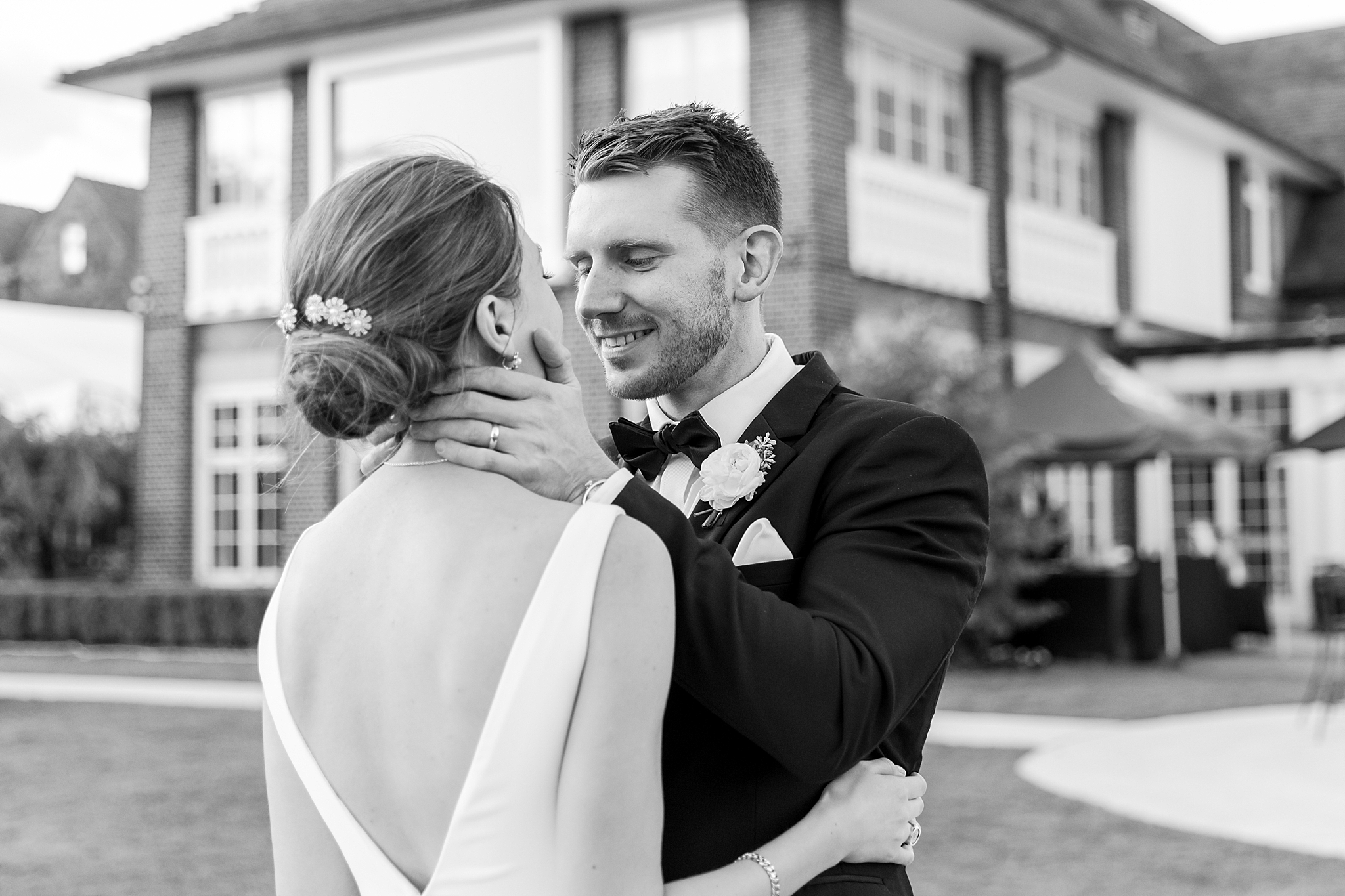 detroit-wedding-photographer-grosse-pointe-academy-chapel-detroit-golf-club-wedding-carly-matt-by-courtney-carolyn-photography_0123.jpg