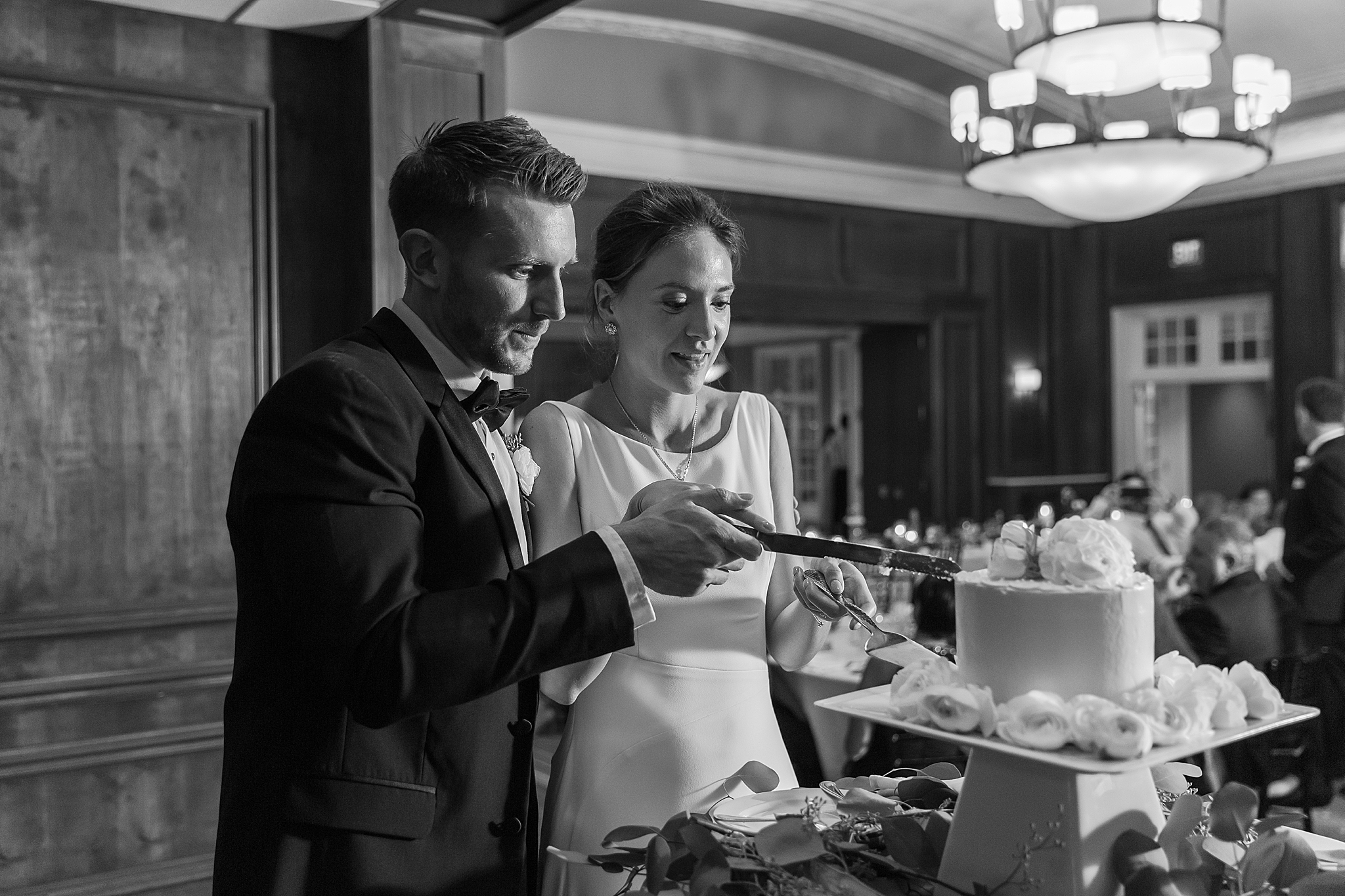 detroit-wedding-photographer-grosse-pointe-academy-chapel-detroit-golf-club-wedding-carly-matt-by-courtney-carolyn-photography_0125.jpg