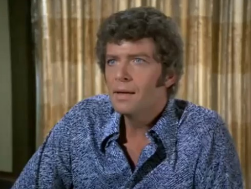 Robert Reed as Mike Brady, the dad. Architect, disciplinarian, dispenser of long-winded advice.