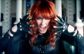 Florence & the Machine, image screencapped from Youtube!