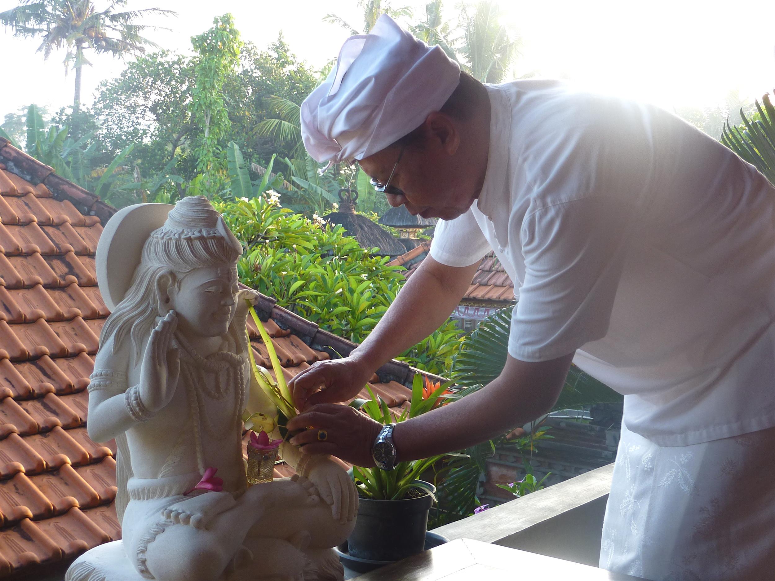 Bapak preparing Siwa.JPG