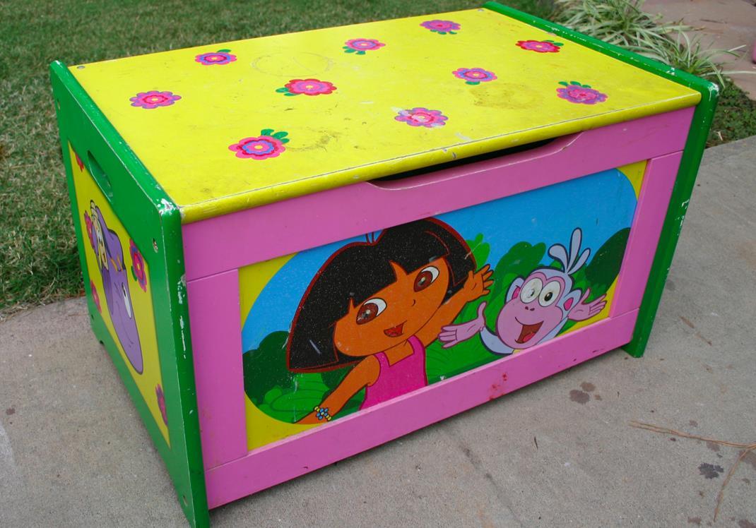 """""""Dora"""" toy box"""