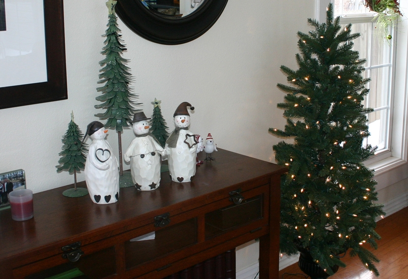 A trio of Snowmen.. And the tree?  FIVE DOLLARS at an auction...and it works...seriously!