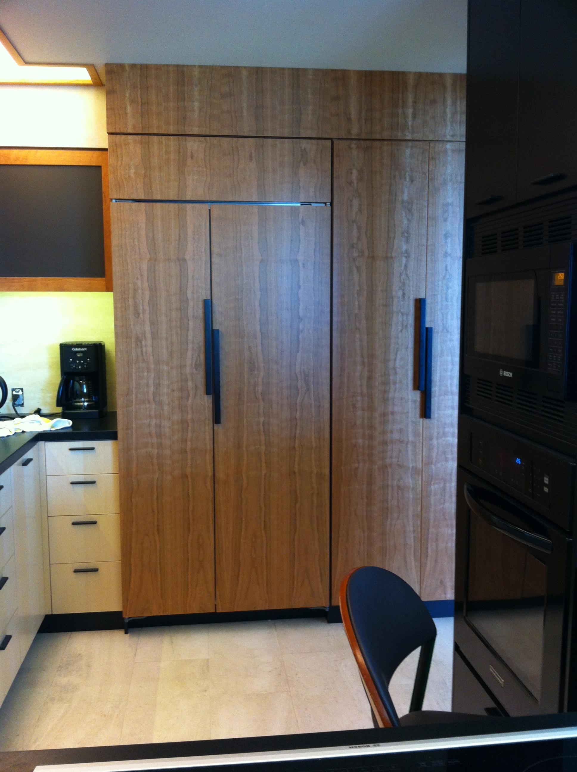 Lee kitchen subzero.jpg