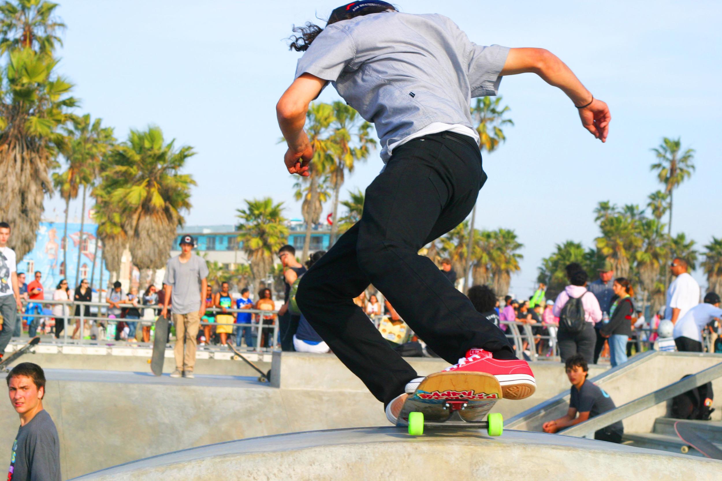 chic little poor girl skate4.JPG