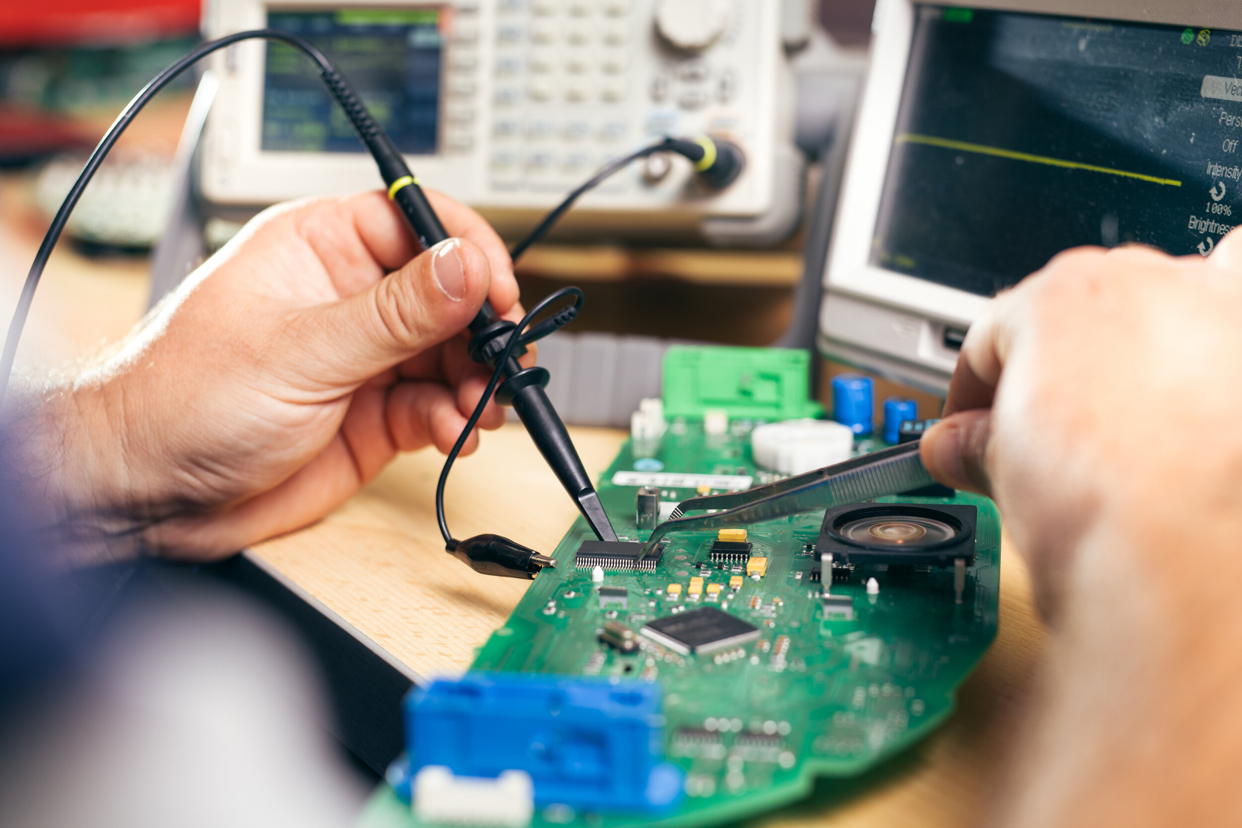 Who Are We? - From our origins in 1976, Auburn Metrology Lab (AML) has specialized in the calibration and repair of communications service monitors, watt meters, and other electronic test equipment.