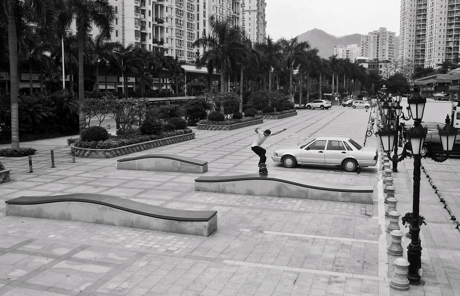 35mmPatrikWallner_Shenzhen_WalkerFsNosebluntWaveLOWQ.jpg