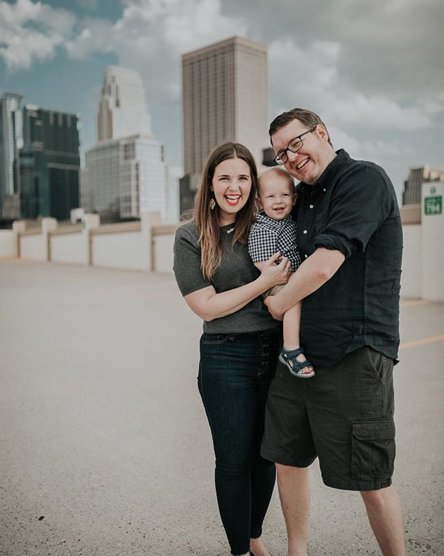 Mini family photo sesh with our favorite city in the background! 📸 @mommyinmpls
