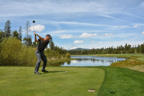 Here's Sean on the 12th tee at Crosswater in Sunriver Oregon. Photo from Breakingeighty.com