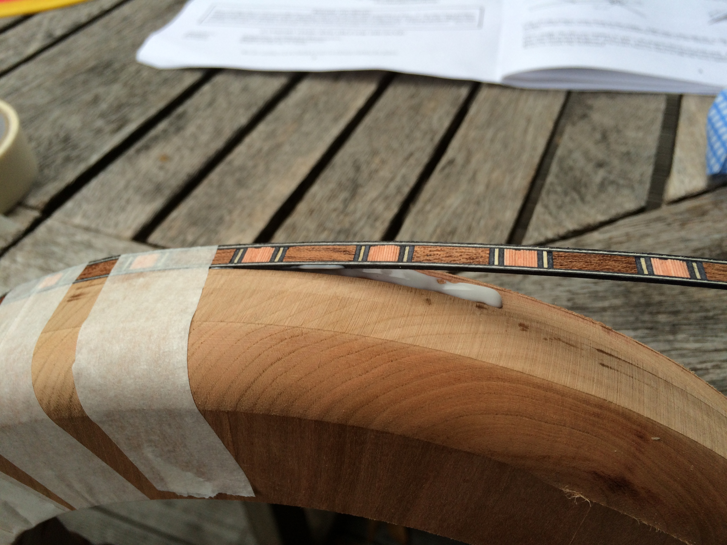 Glueing the banding