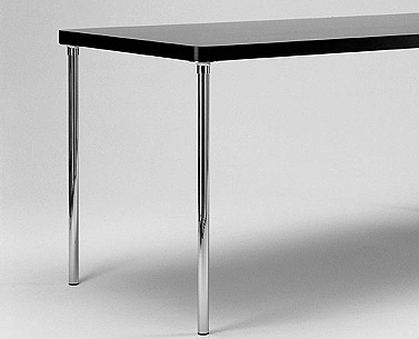 BR19:  1928  |                                      Marcel Breuer                 Table withlegs in chrome tubular steel. Top in natural maple  . Available also with lacquered glass top.