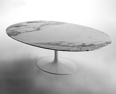 SA79-3:  1958  |                                      Eero Saarinen                 Low table, base in cast aluminium black or white. Oval top cm. 137x90, available in a variety of versions.