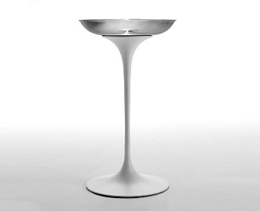 SA90:  1960  |                                      Eero Saarinen                                       Ashtray, base in cast aluminium white or black. Tray in satin stainless steel.
