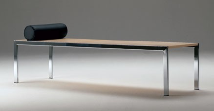 Extendible chaise with frame in chrome plated or lacquered tubular steel. Seat in structural coverflex, available in maple or rosewood. Functions also as a bench or a coffee table.