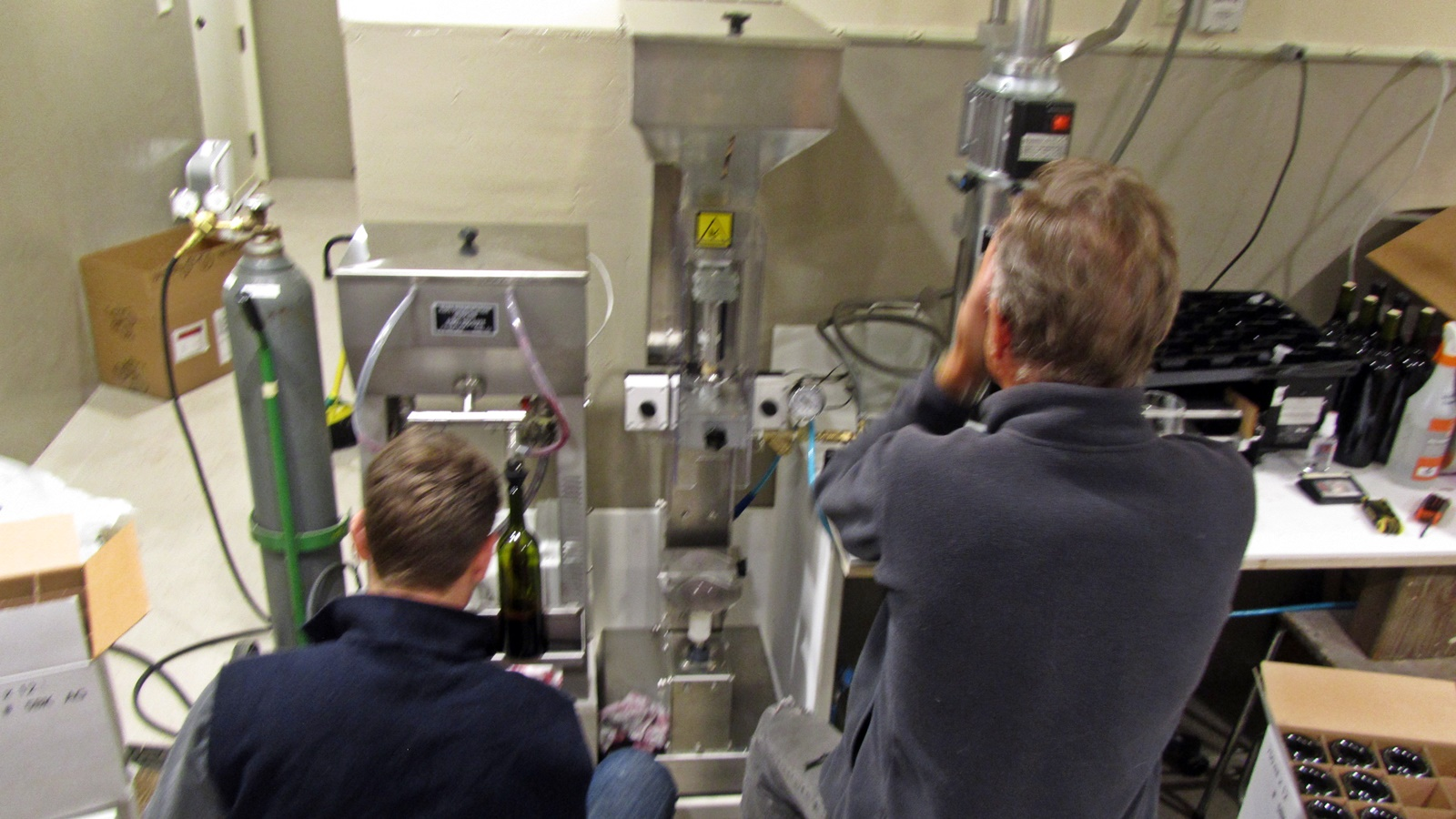 1 Overview from left to right: bottle filler, corker and foiler