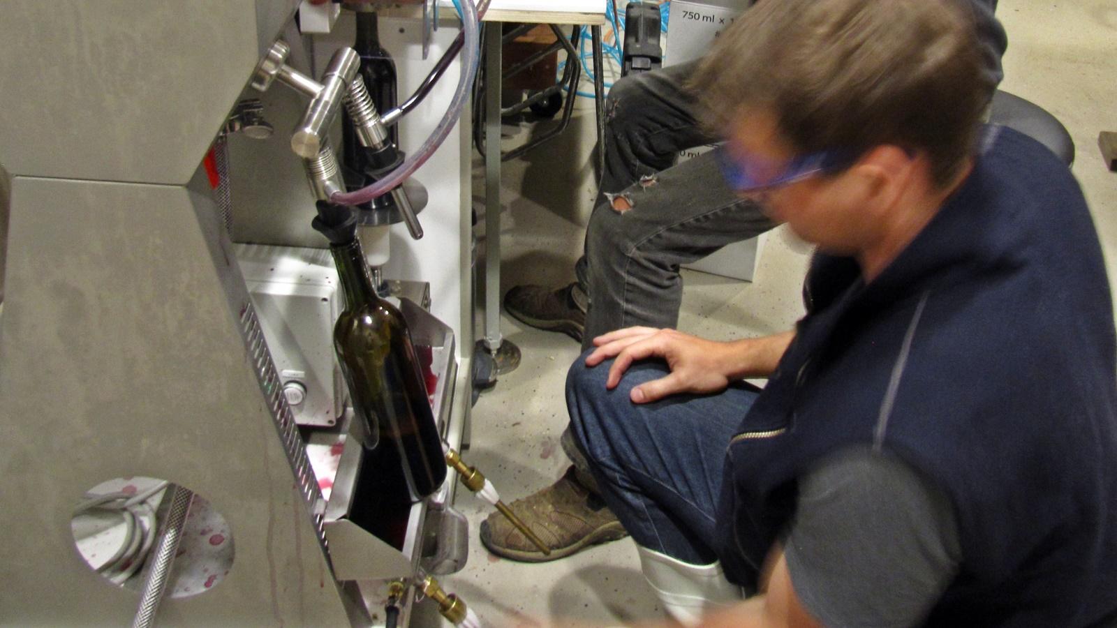 2 David Fenyvesy filling a bottle