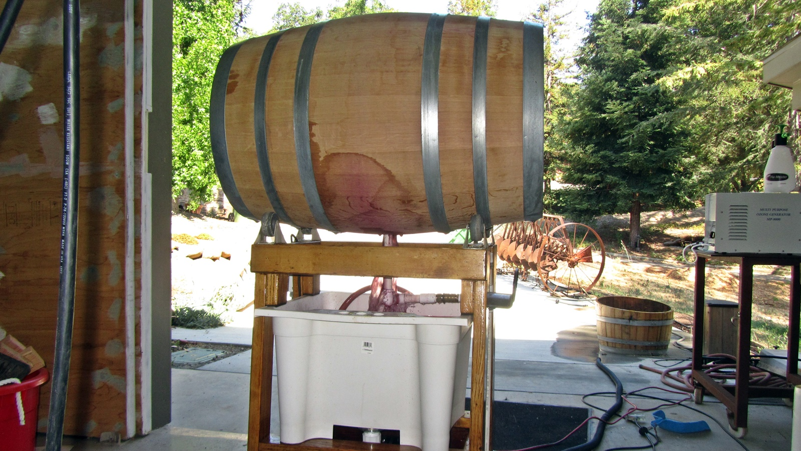 2 Cleaninng barrel on barrel washer