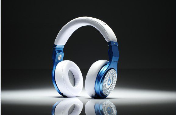 Love mixing with my blue  Beats Pro  by Dre!