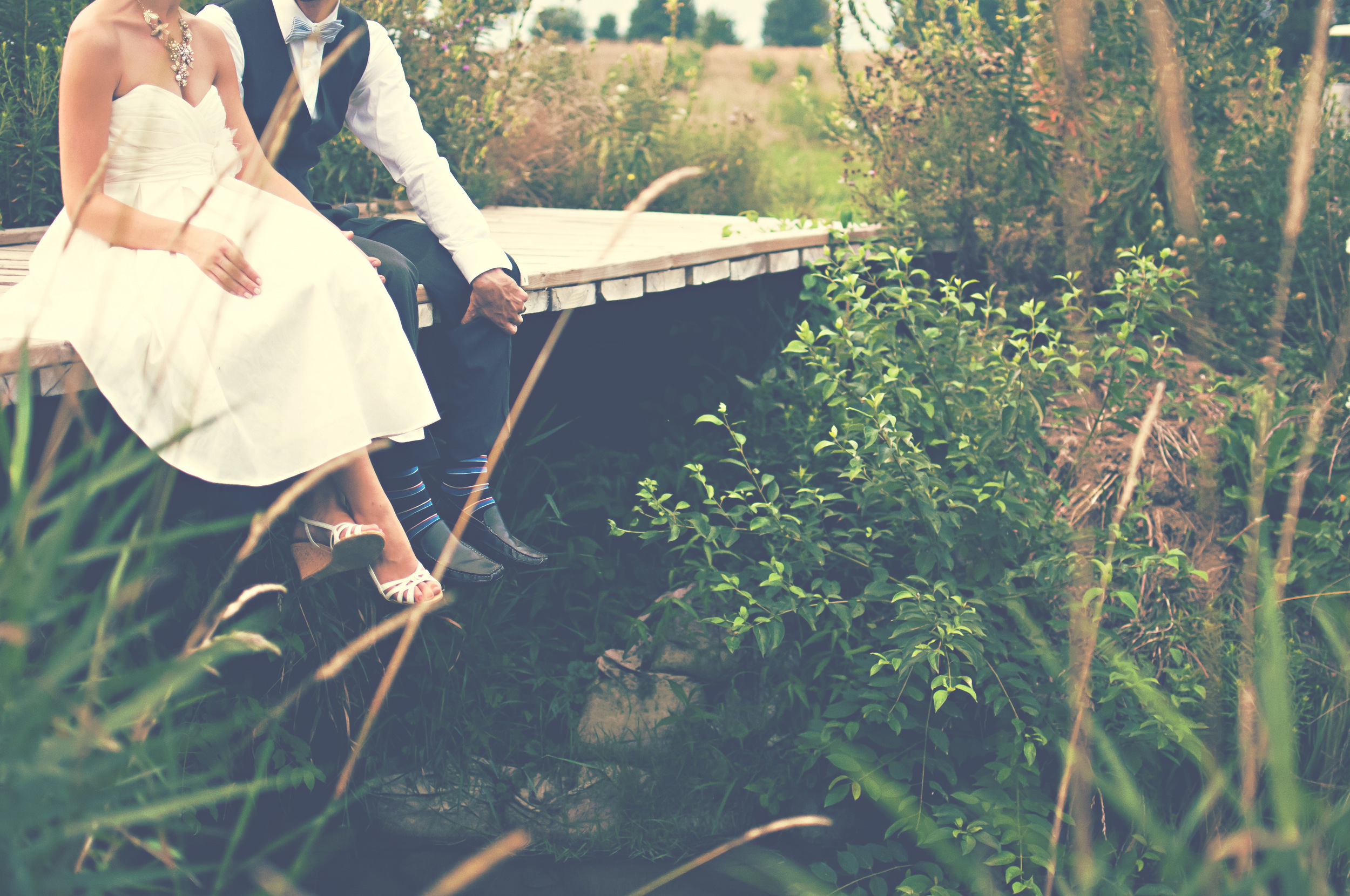 An outdoor wedding can provide a wonderful backdrop for your Southern wedding.