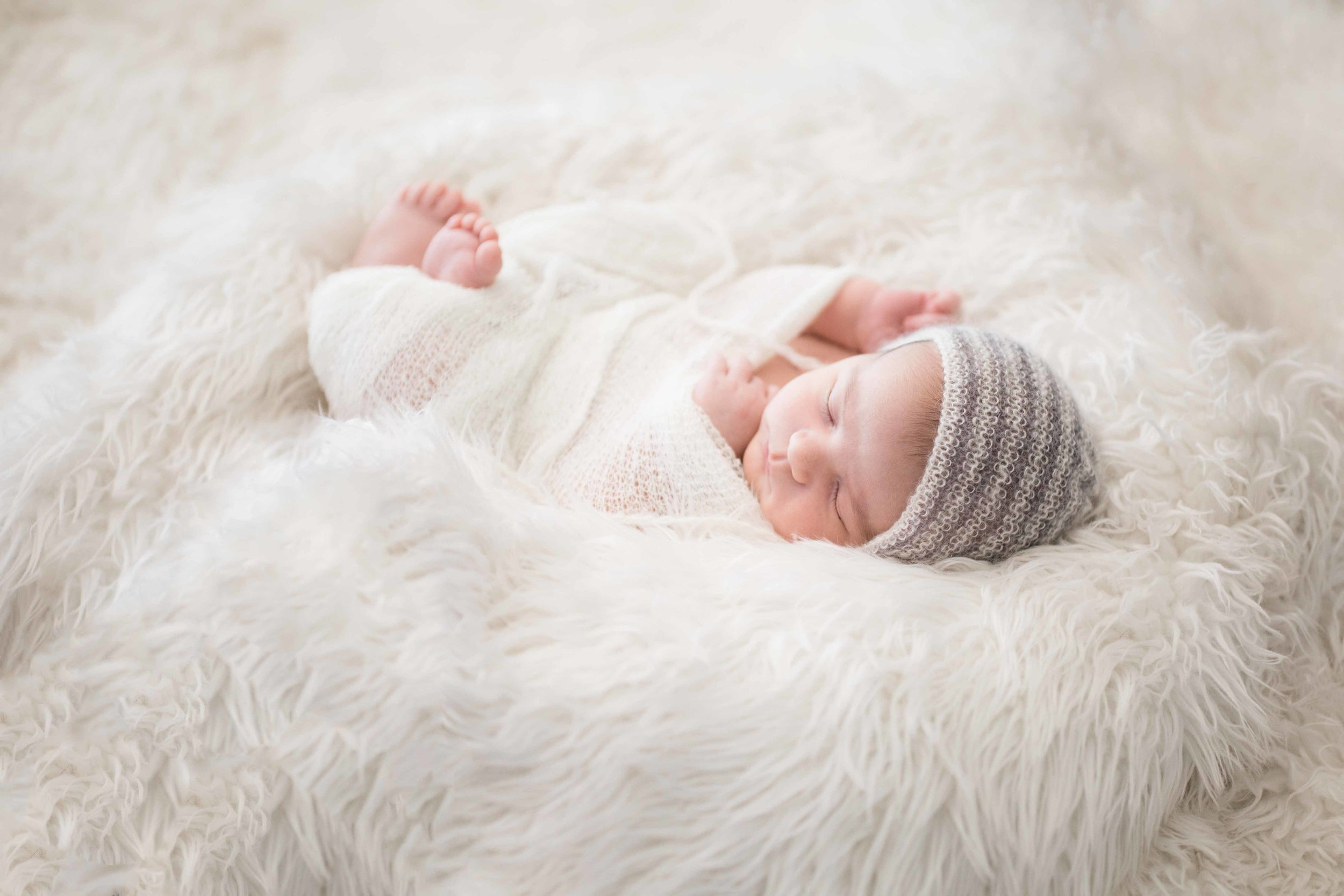 Newborn photography is something I love to capture! The way the light kisses Oliver's cheek and toes, the positioning, and fabrics used add those beautiful details to complete each photo.