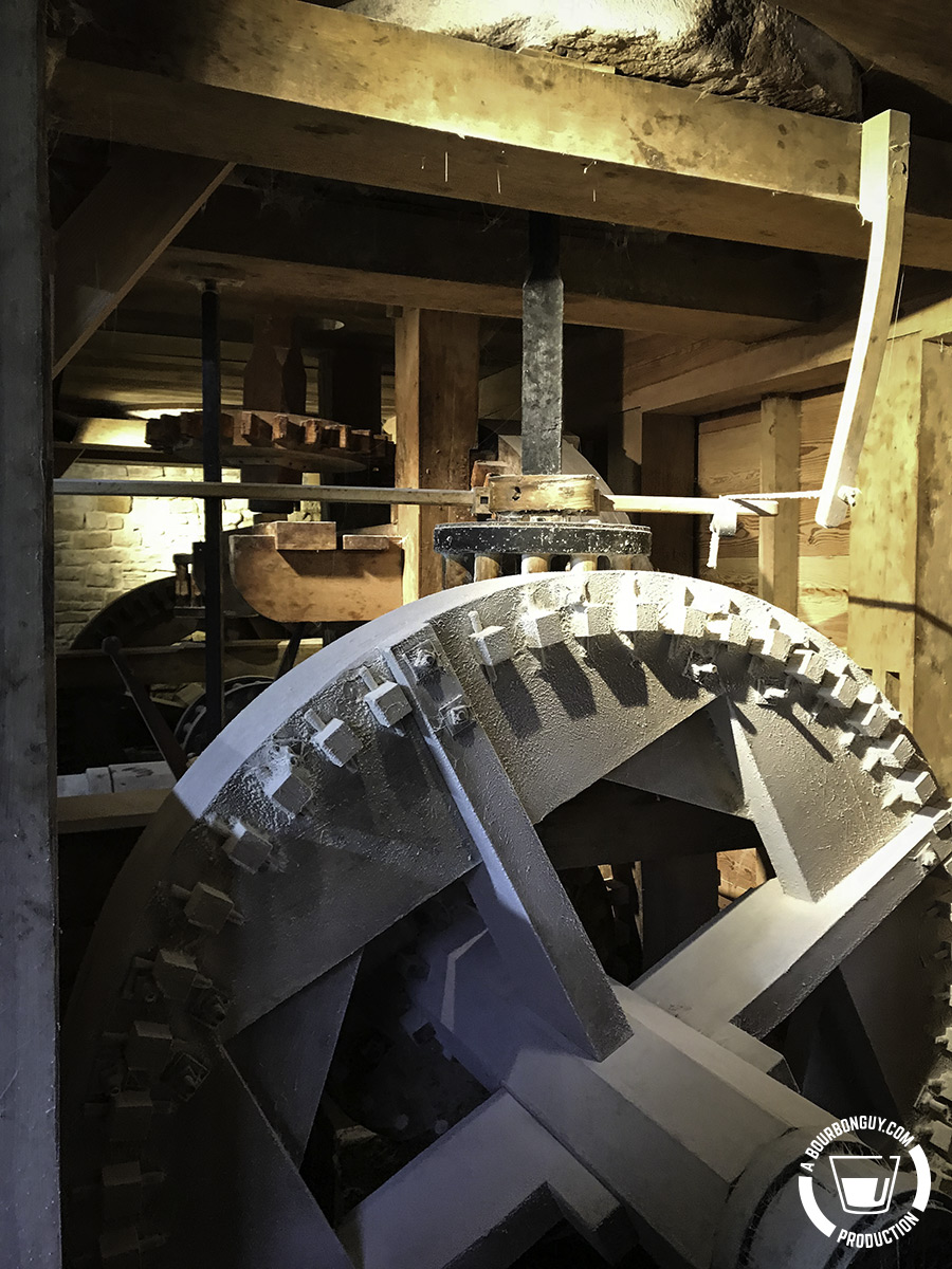 Flour on the mill gears