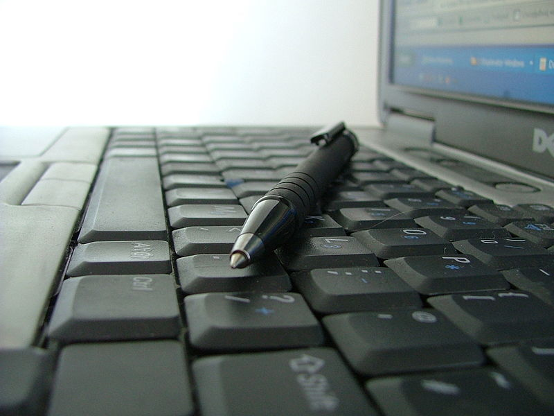 800px-Keyboard_and_pen
