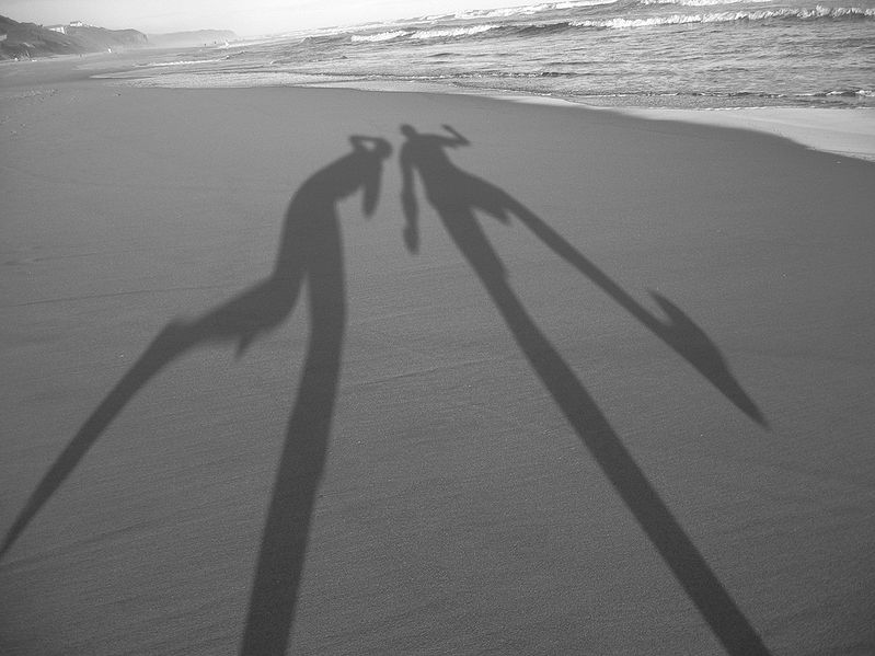 799px-Shadows-in-the-sand