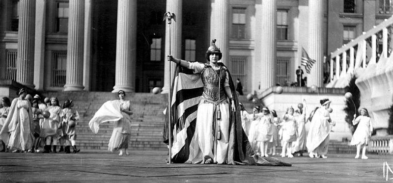 800px-Suffrage_pageant_Washington_1913
