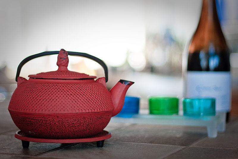 800px-Japanese_Tea_pot_by_Denis_Savard