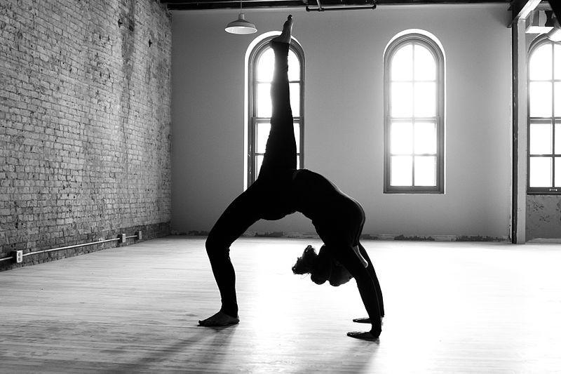 800px-Carrie_Yoga_shoot_002_(8328572519).jpg