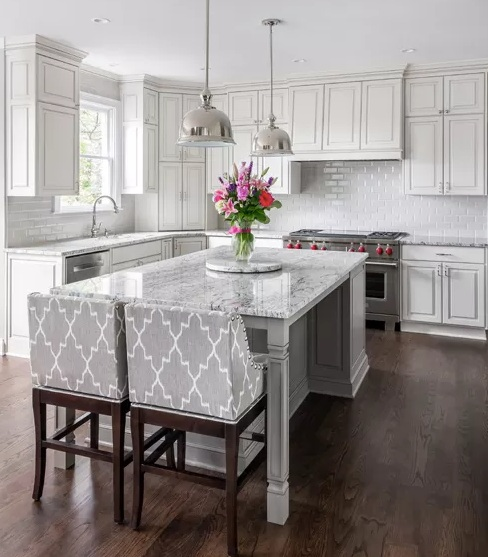 A Kitchen for Family and Entertaining -