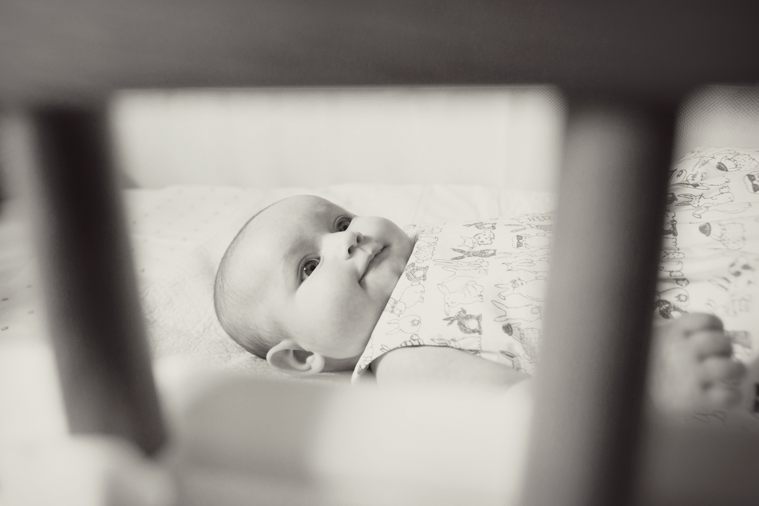 Sophie Evans Photography, Warwickshire family photographer, lifestyle babyshoot at home (17).jpg