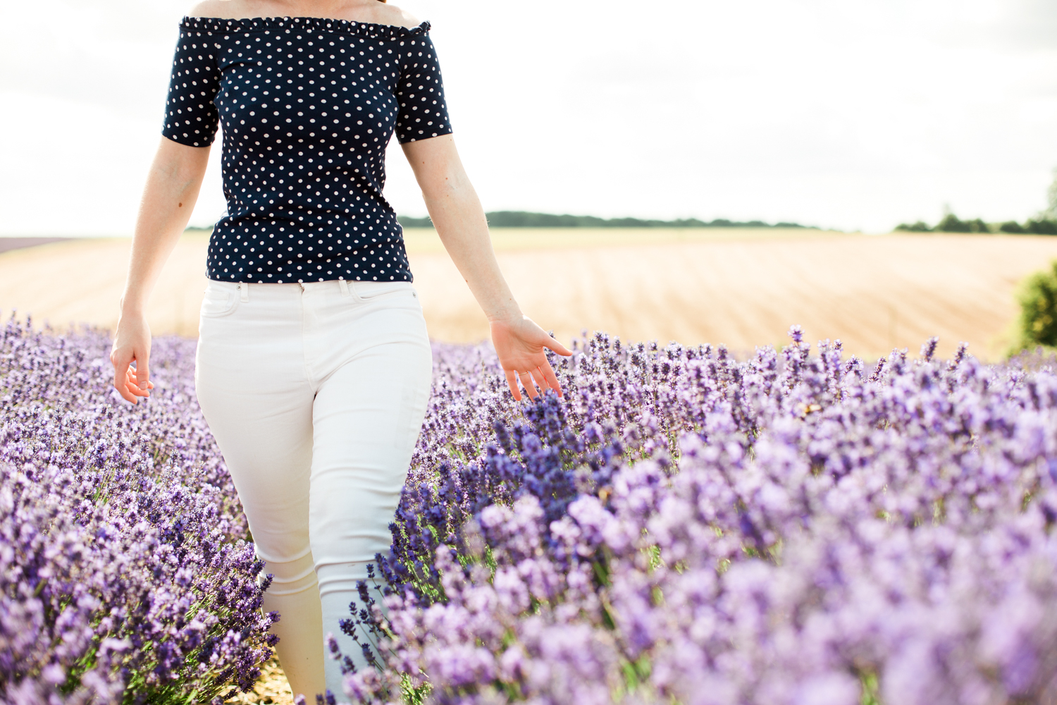 Sophie-Evans-Photograpy-Cotswold-Lavander-Engagement-shoot-Cotswold-wedding-photographer-21.jpg