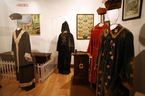 costumes 107.jpg